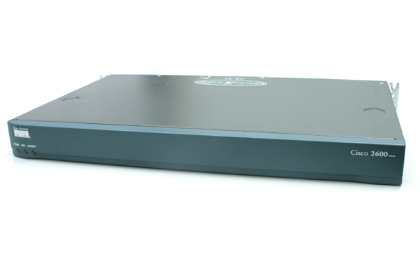 Router Cisco; Model: 2600; Management; Port Consola; Porturi: 2 X Rj-45 10/100; cisco 2612  2620; Sh